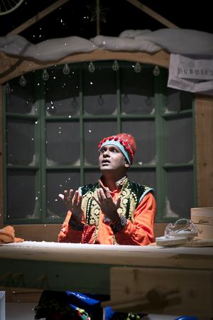 BWW Review: ALI THE MAGIC ELF, Tron Theatre