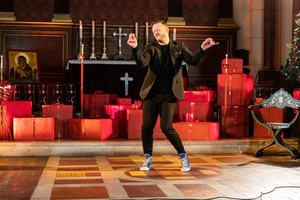 BWW Review: WE NEED A LITTLE CHRISTMAS Online, The Actors Church