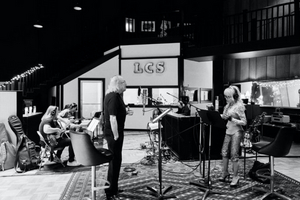 Barry Gibb & Dolly Parton Collaborate on 'Words'