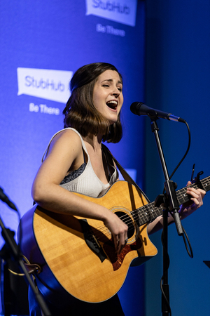 BWW Interview: Singer-Songwriter Kim McClay Talks One-Night-Only Fundraising Concert and Upcoming Debut EP