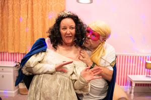 BWW Review: SHARON 'N' BARRY DO 'ROMEO & JULIET', Queen's Theatre, Hornchurch, Online