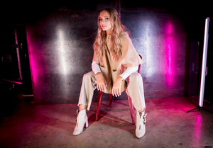 Queeva Releases New Country-Pop Single 'Show Off'