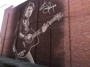 Jimmy Wayne Will Receive Mural in Hometown