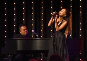 Ariana Grande Weds Fiancé Dalton Gomez