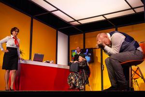 BWW Review: KASTA LA VISTA at Teatr Polski