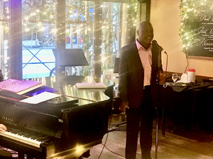 BWW Review: Aaron Lee Battle Tames the Heat With Cool Jazz at West Bank Cafe