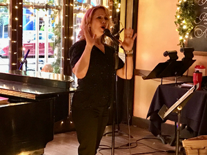 BWW Review: Karen Oberlin Sings from the Heart at The West Bank Cafe