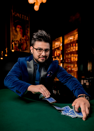 BWW Review: THE SIGNATURE SHOW Enchants Audiences at The Chicago Magic Lounge