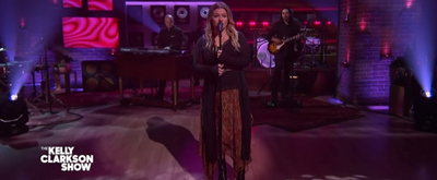 VIDEO: Kelly Clarkson Covers 'Let Me Down Easy'