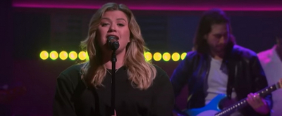 VIDEO: Kelly Clarkson Covers 'Girls Just Wanna Have Fun'