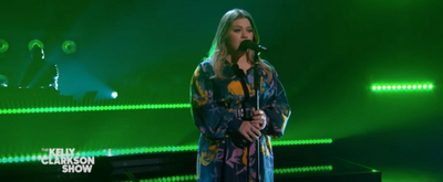 VIDEO: Kelly Clarkson Covers 'Mad World'
