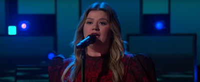 VIDEO: Kelly Clarkson Covers 'You Mean The World To Me'