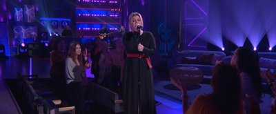 VIDEO: Kelly Clarkson Covers 'Some Guys Have All The Luck'