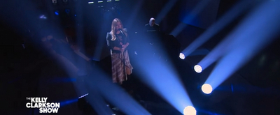 VIDEO: Kelly Clarkson Covers 'Need You Now'