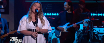 VIDEO: Kelly Clarkson Covers 'Send My Love'