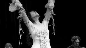 Irish Singer Caitríona O'leary Offers Live Stream Weekly Series