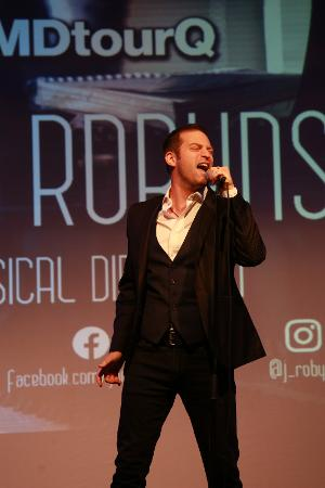Jon Robyns and Chris Hatt to Perform at The Pheasantry