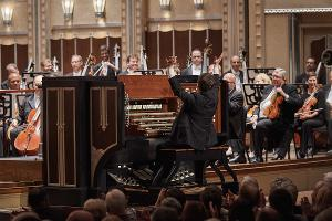 Organist Paul Jacobs Performs as Featured Soloist In Barber's Toccata Festiva And Poulenc's Organ Concerto