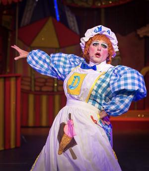 Panto Star John Barr Returns Queen's Theatre Hornchurch In ROBIN HOOD This Christmas