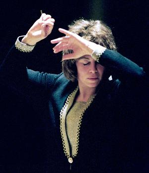 Two Women, Violin Soloist And Conductor, Lead Grand Rapids Symphony In Extraordinary Concerts