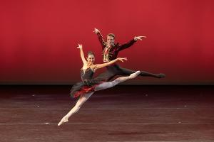 NYC Dance Alliance Foundation Awards $88k In College Scholarships At Benefit At The Joyce