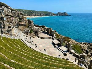 Stephen Tompkinson Leads EDUCATING RITA at Minack Theatre, Cornwall This August