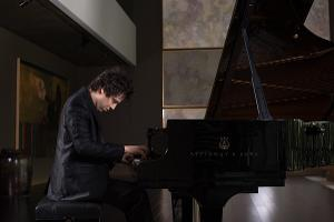 DOMINIC FERRIS: PIANO PLAYER TO THE STARS Comes to Crazy Coqs