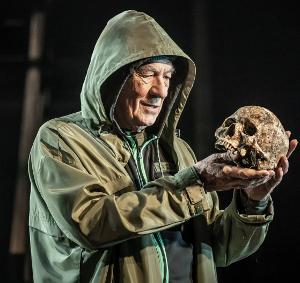 HAMLET Starring Ian McKellen Extends Run at Theatre Royal Windsor