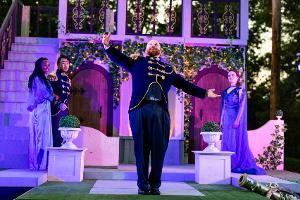 Brown Box Theatre Project's Free Outdoor Shakespeare Returns To Massachusetts Next Month