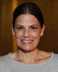 Suzanne Cryer Headshot