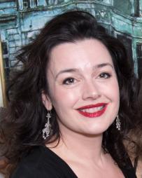 Dianne Pilkington Headshot