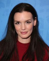 Jennifer Damiano Headshot