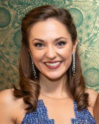 Laura Osnes Headshot