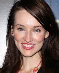 Elizabeth Davis Headshot