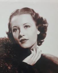 Betty Schleindl Headshot