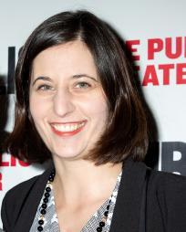 Laura Savia Headshot