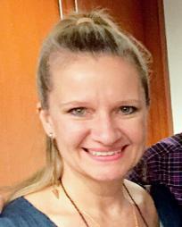 Karen Molnar Headshot