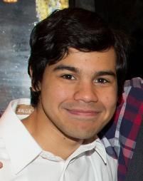 Carlos Valdes Headshot
