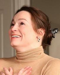 Anne Bates Headshot