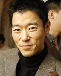 Aaron Yoo Headshot