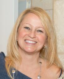 Mary Lewis Headshot