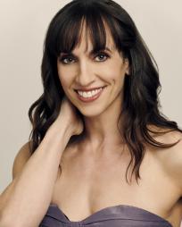 Elizabeth Earley Headshot