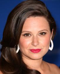 Katie Lowes Headshot