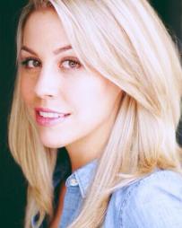 Maggie McDowell Headshot