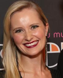 Amy Quanbeck Headshot