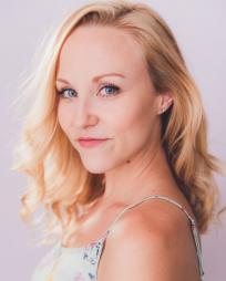 Liz Schmitz Headshot