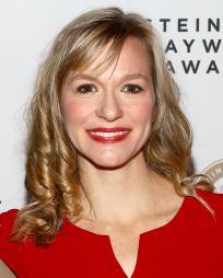 Caroline Hewitt Headshot