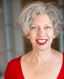 Gwendolyn Schwinke Headshot