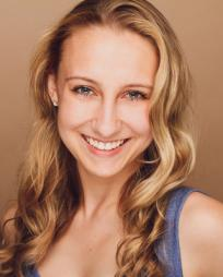 Carly Ameling Headshot