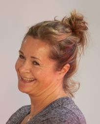 Julie Hale Headshot